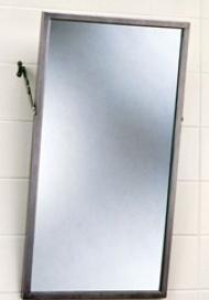 Выделить зеркало на стене плиткой