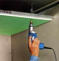 Как монтитровать psb на потолке?