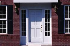 Как установить дверь на улице?