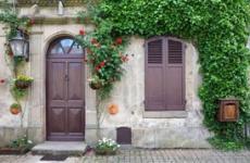 Одни двери с улицы