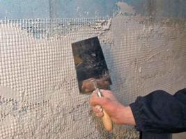 Как правильно выровнять стену под покраску?